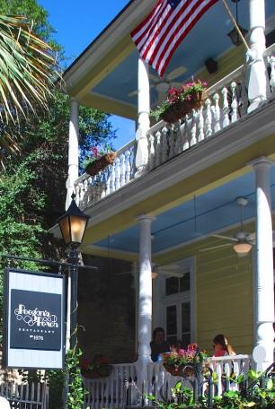 Poogan's Porch, Exterior