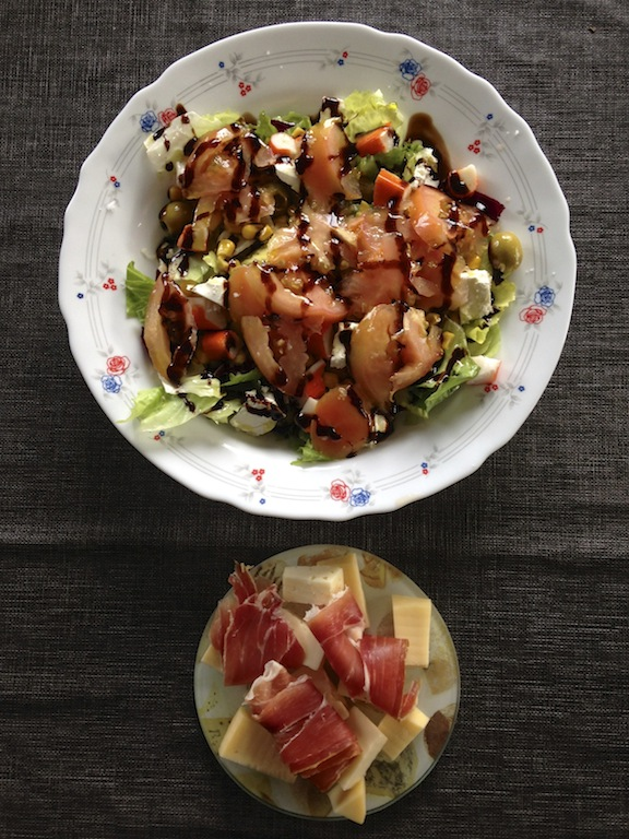 Salad & prosciutto with cheese